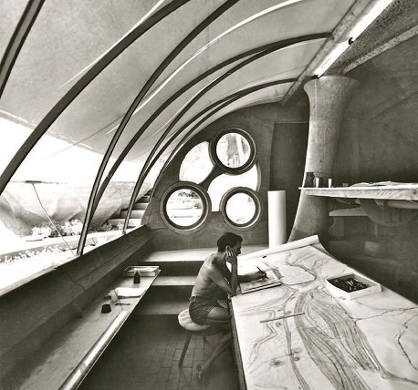 Paolo-Soleri-at-drawing-table