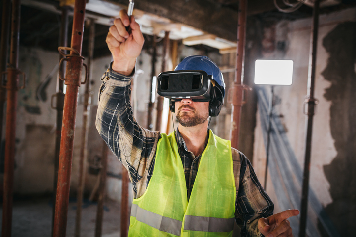 construction-site-worker-smart-goggles