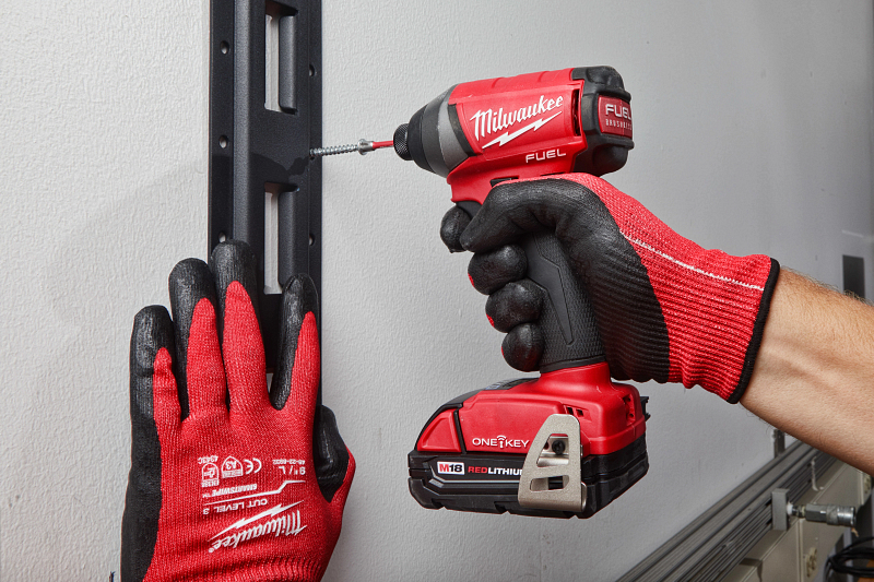 drill-installing-support-brackets