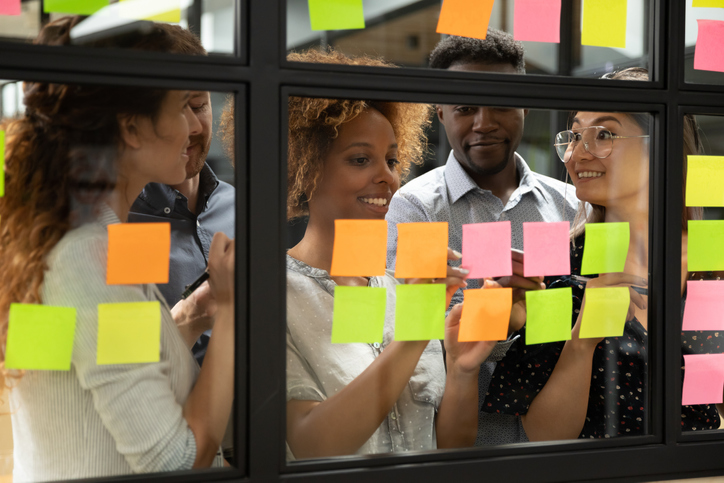An agile software team use scrum methodology, setting priorities with sticky notes